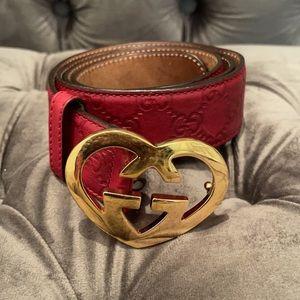 Guccisima fuchsia interlocking heart buckle belt